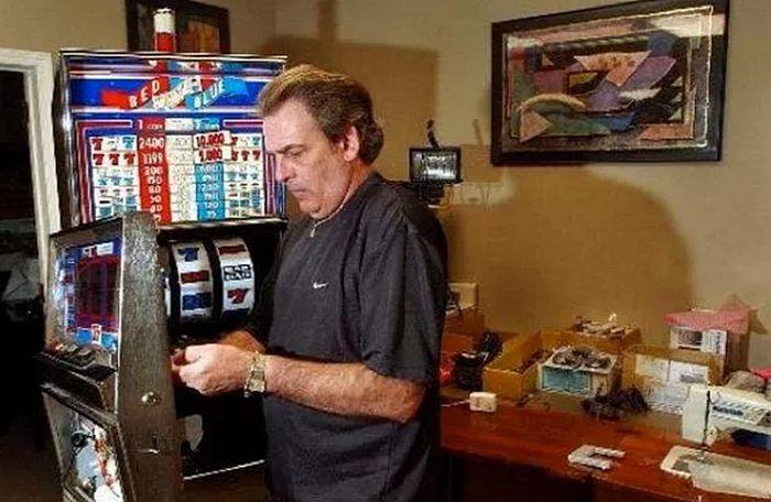 Tommy Glenn Carmichael Menciptakan Perangkat Lain Untuk Melakukan Kecurangan Mesin Slot